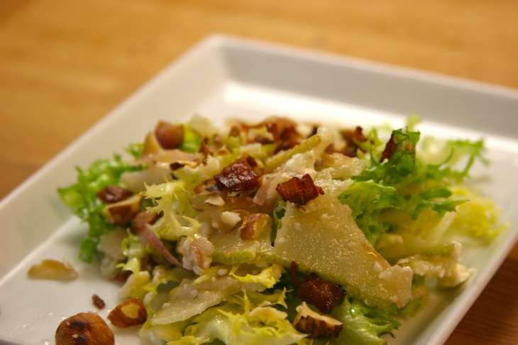 salad with pears, feta, bacon & hazelnuts